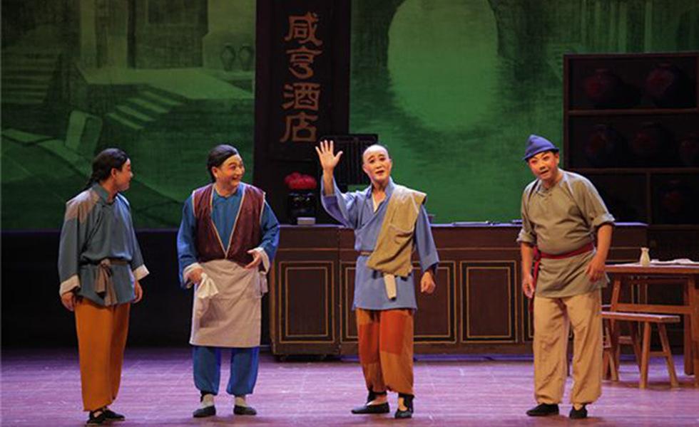 """走出殿堂 亲近市民——中国上海国际艺术节改革创新纪实  以""""喜迎十九大,唱响主旋律,传播正能量,弘扬真善美""""为主线,第十九届中国上海国际艺术节集中展示党的十八大以来文化发展的成果,体现""""艺术的盛会,人民大众的节日""""的办节宗旨,向党的十九大献礼。"""