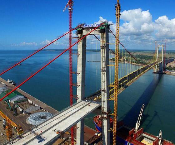 中国公司建造非洲第一大悬索桥